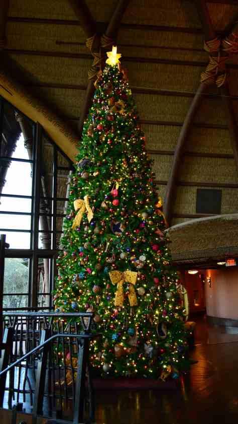 Animal Kingdom Lodge Kidani Christmas Characters and Christmas Decor (20)