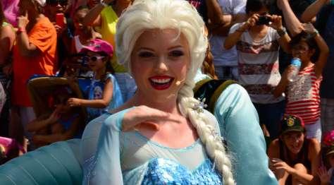 7-18 Elsa frozen parade hollywood studios