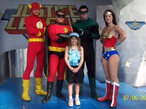 Flash Robin Green Lantern and Wonder Woman Daffy Duck Six Flags Texas 2006