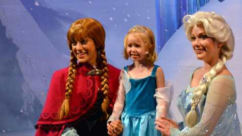 My Royal Coronation Breakfast with Anna and Elsa from Frozen (38)