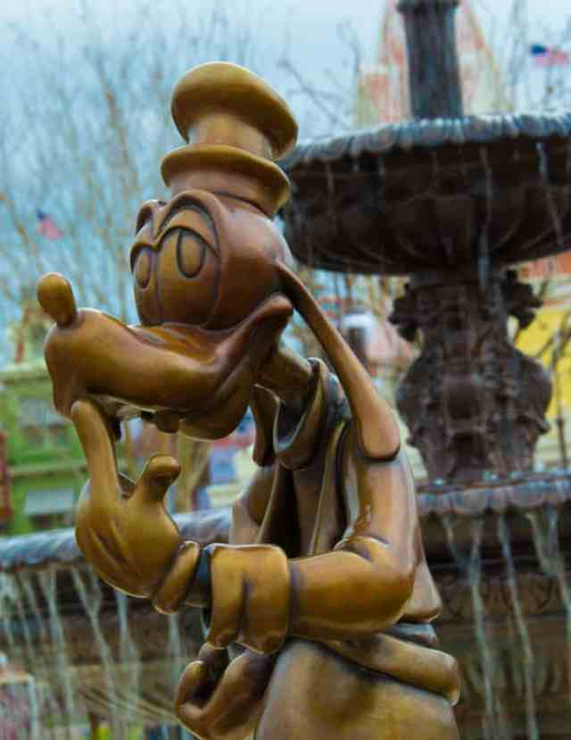 Goofy in Castle Hub at Magic Kingdom Walt Disney World 2 l kennythepirate.com
