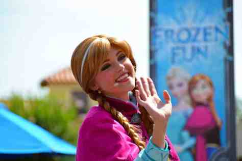 How to experience the Frozen Royal Welcome at Disney's Hollywood Studios #frozenfun #coolestsummerever Anna