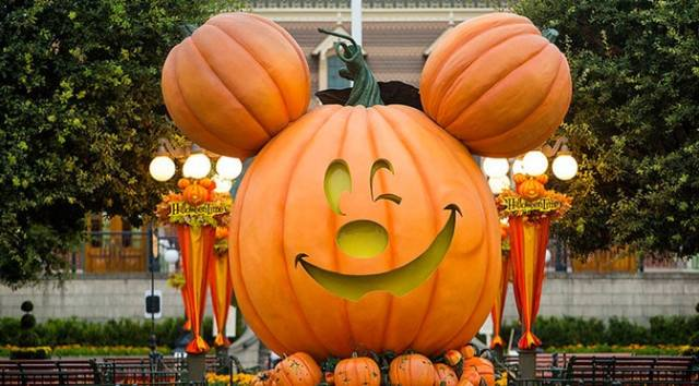 Similarities and differences between Disneyland and Disney World Halloween Parties