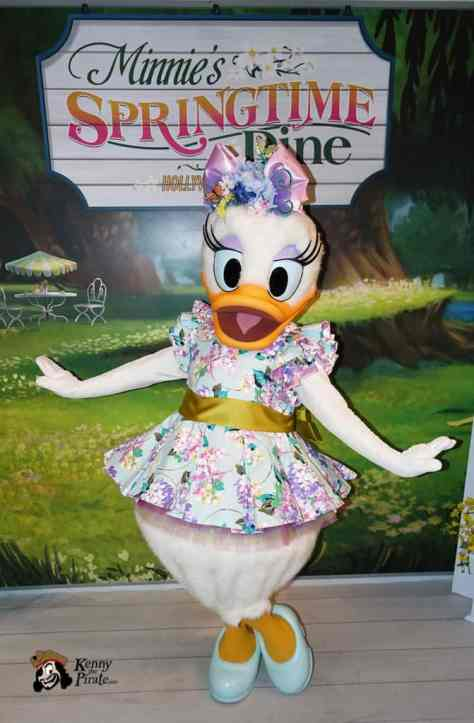Minnie's Springtime Dine at Hollywood and Vine in Hollywood Studios (3)