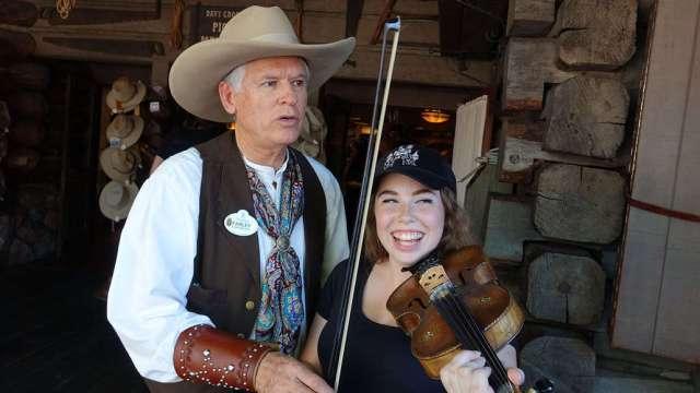 Farley the Fiddler at Disneyland (11)
