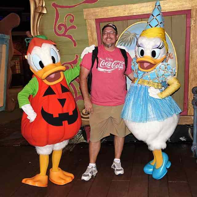 donald-duck-and-daisy-duck-at-mickeys-not-so-scary-halloween-party-with-kennythepirate
