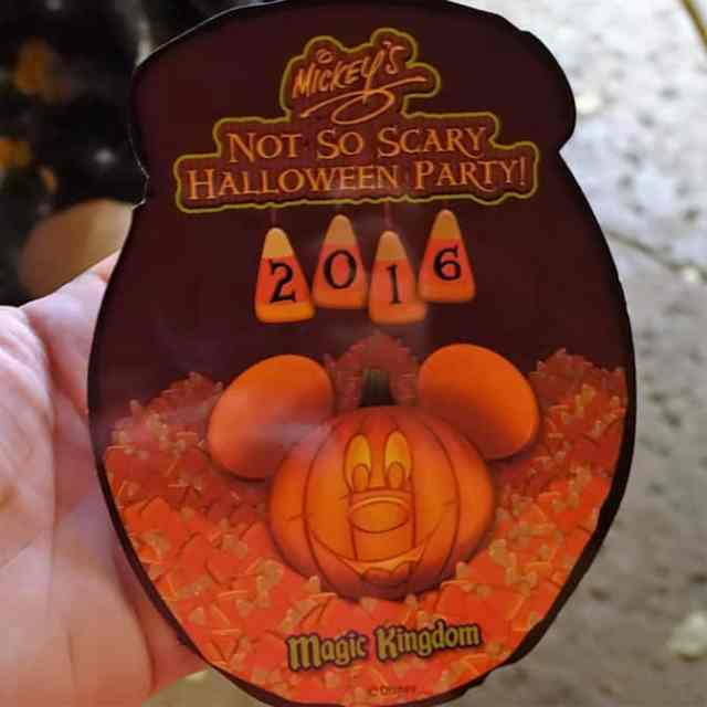 eeyore-piglet-tigger-and-winnie-the-pooh-at-mickeys-not-so-scary-halloween-party-autograph-card-front