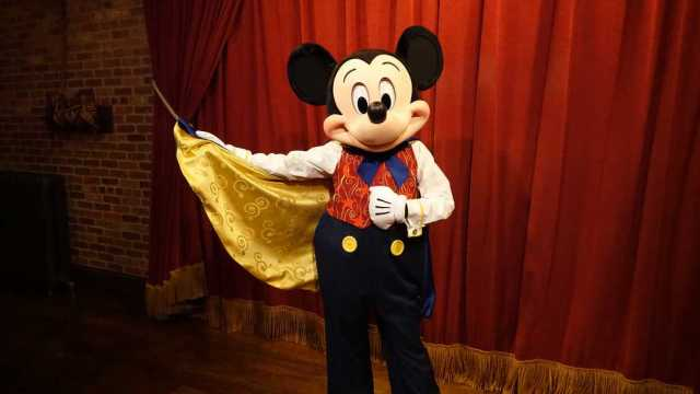 This image has an empty alt attribute; its file name is Mickey-Mouse-Updates-His-Look-at-Magic-Kingdom-3-661x372.jpg