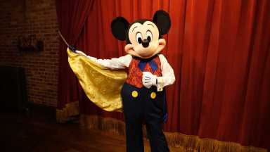 Mickey Mouse Updates His Look at Magic Kingdom (3)