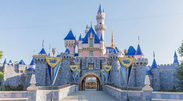 BREAKING: Disneyland Pushes Back Park Opening