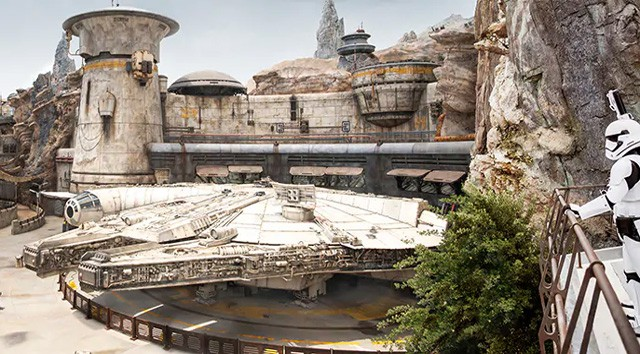Star Wars: Galaxy's Edge Celebrates its First Anniversary!