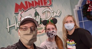 A Joyful Review of Minnie's Holiday Dine at Hollywood and Vine