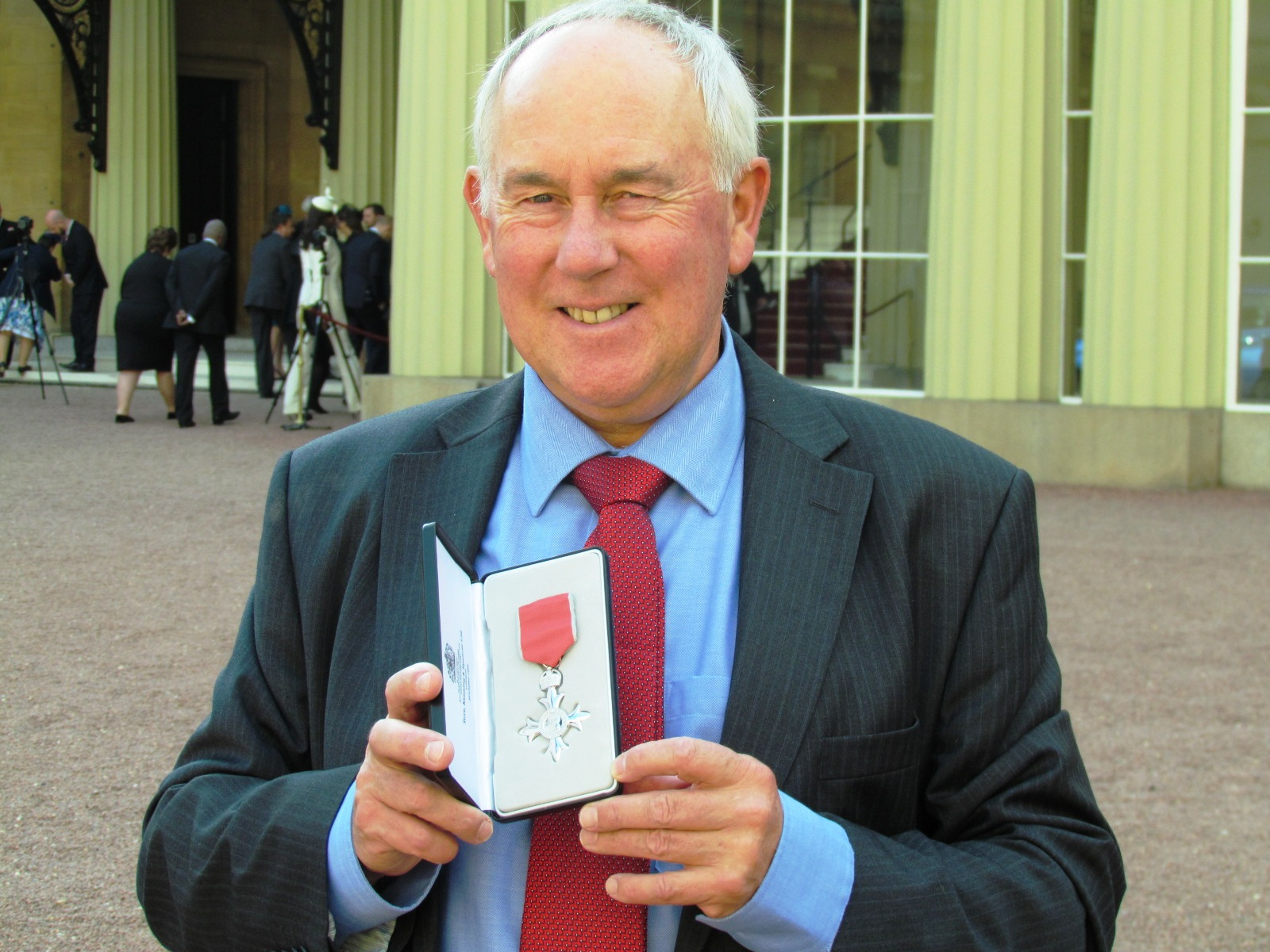 Kent coach collects MBE for services to girls cricket