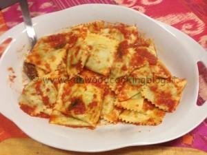 Ravioli spinaci e ricotta al burro aromatico
