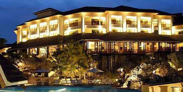 Diani Reef et golf safari et plage au Kenya
