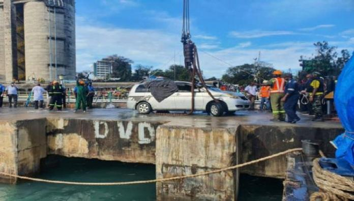 The car after being pulled out of the ocean after 13 days of vigorous searches. Photo: Citizen Digital.