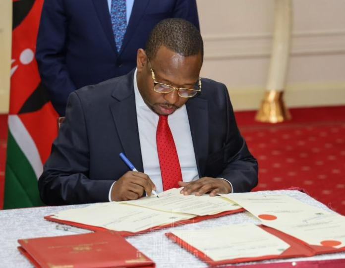A photo of Nairobi Governor Mike Mbuvi Sonko signing the agreement at State House on Tuesday, February 25.