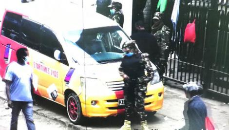 An image of fraudsters being arrested