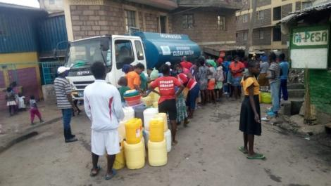 Nairobi residents queuing for water.