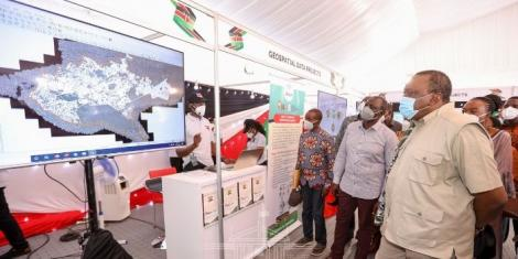 President Uhuru Kenyatta and his Deputy William Ruto on a guided tour of exhibition booths by young Kenyan techies on Friday, October 16