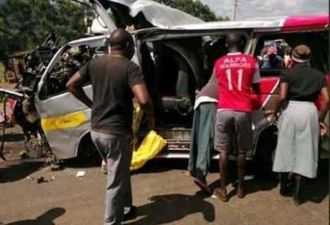 Eyewitnesses moving to assist the injured in the road accident at Londiani Junction on Saturday, May 23.