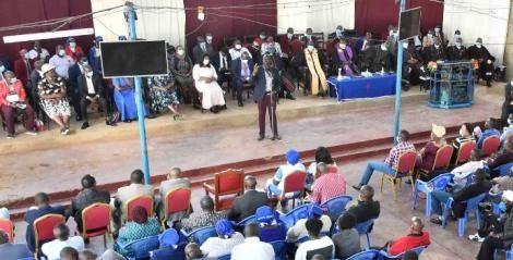 Deputy President William Ruto addressing congregants at Presbyterian Church of East Africa (PCEA) St. John Kimuchia Parish, Chogoria, Tharaka Nithi County.