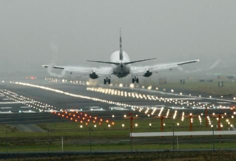 A plane pictured on its final approach.