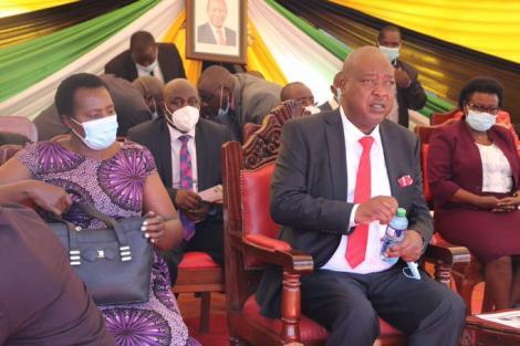 Nyamira Governor Amos Nyaribo (right) during his swearing-in on Tuesday, December 29, 2020.
