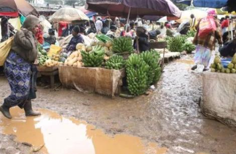 The state of Chaka Open air market during the rainy season