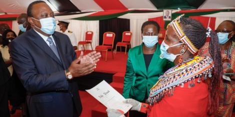 President Uhuru Kenyatta presenting a patent at the Kenyatta International Conference Center