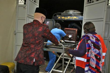 Senator Isaac Mwaura receiving the body of Agnes Wangui who died in Saudi Arabia