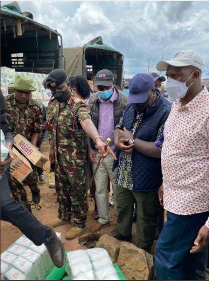 Interior CS Fred Matiang'i officiates the distribution of relief food items to residents of Olmoron, Laikipia on Friday, September 10.