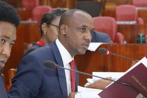 Senate ad hoc committee chairperson Mutula Kilonzo Jr (centre) leads proceedings into the Solai dam tragedy, at Parliament on July 17, 2018.