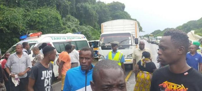 Police officers and residents at the scene of the freak accident in Mida along the Mombasa-Malindi Road on Monday, January 13, 2020.