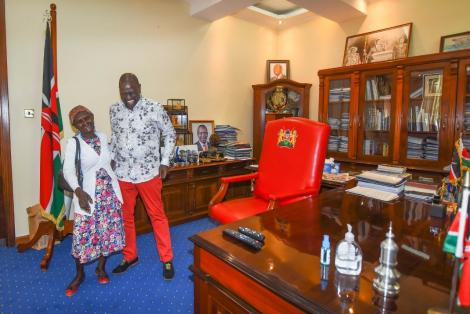Deputy President William Ruto speaking with Margaret Njambi whose video went viral at Karen, Nairobi on February 24, 2021