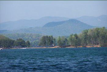 https://i0.wp.com/www.keoweelakefrontlots.com/img/lake_keowee/lake_keowee.jpg