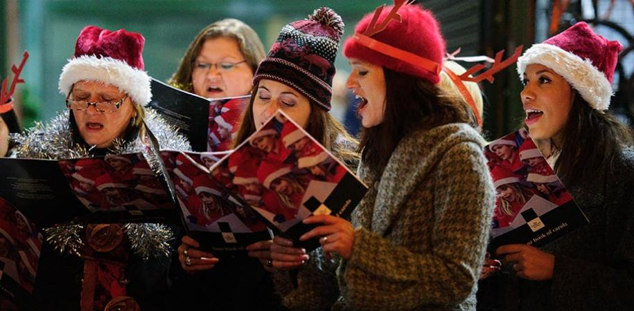carol singing kidmore end 7 december new inn pub