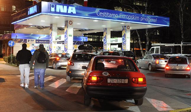 gorivo_benzin_ina_376797S1