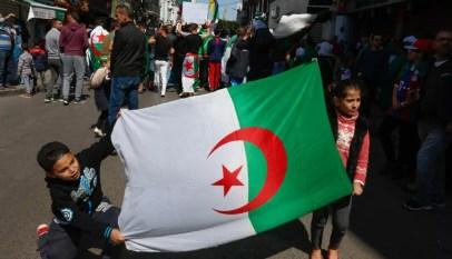 le peuple algérien toujours dans la rue