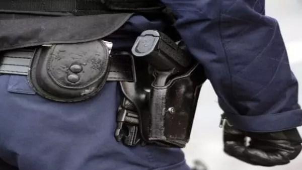Drame: Un policier tire accidentellement sur le pénis...