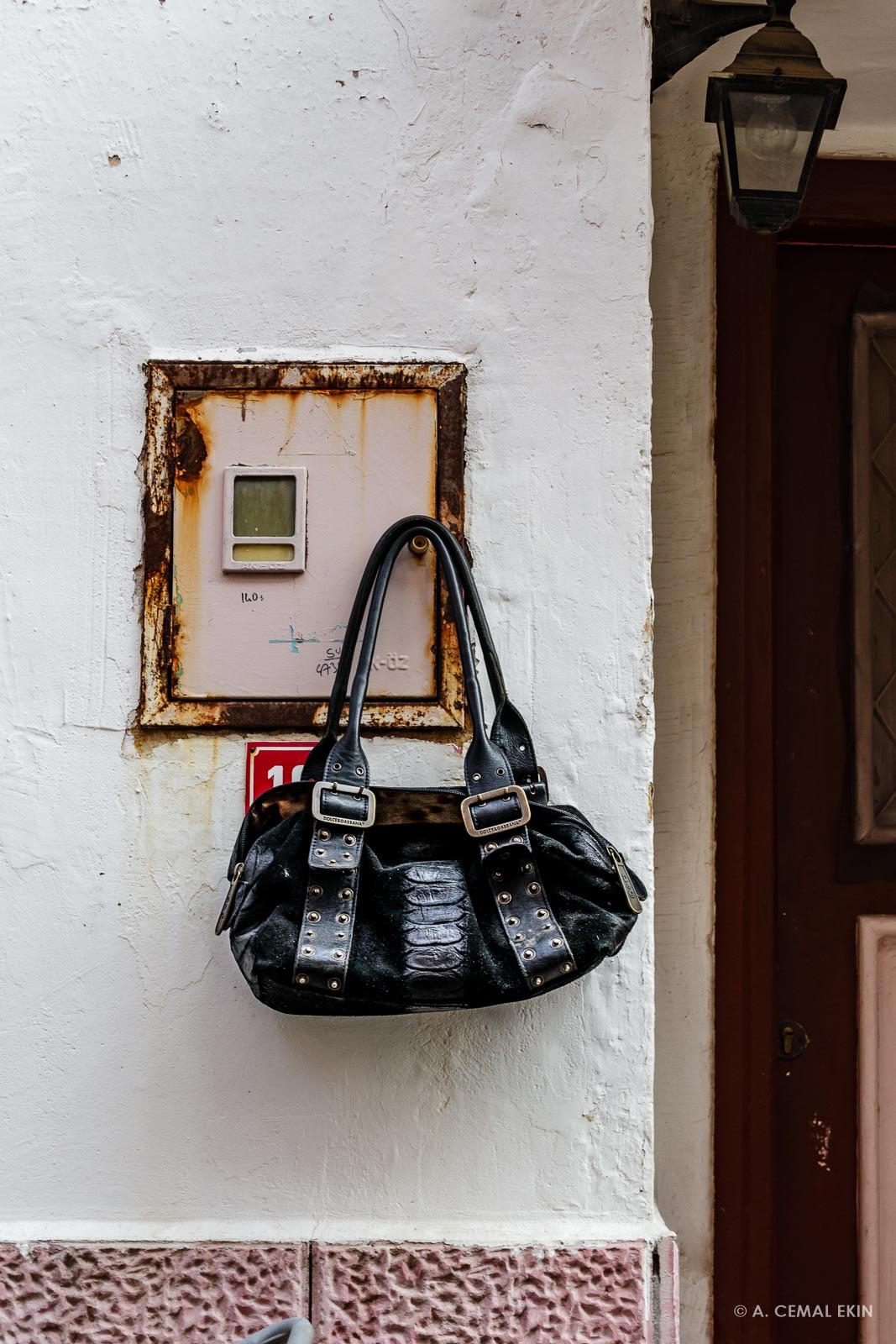 A handbag on the wall?