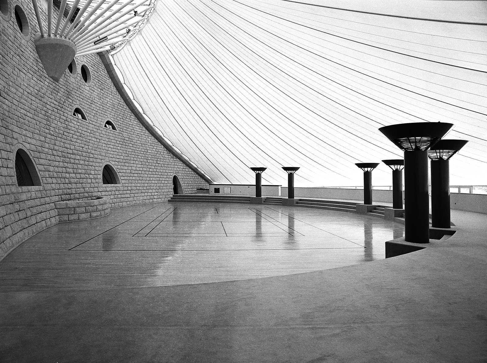Tuwaiq Palace, Riyadh, Saudi Arabia, 1989. The light diffused by the tent softens the space to pull the viewer in.