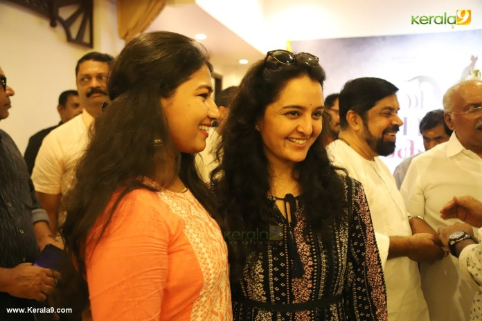 manju warrier at prathi poovankozhi movie pooja photos 012