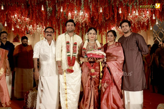 maniyan pillai raju son marriage photos 009