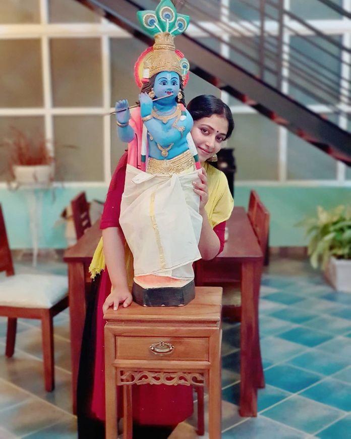 Anu Sithara vishu celebration pics 001