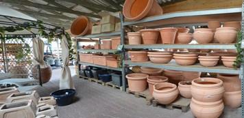 Pflanzgefäße aus hochwertigem frostfesten Kunststoff sind leichter wie vergleichbare Pflanzgefäße aus Keramik
