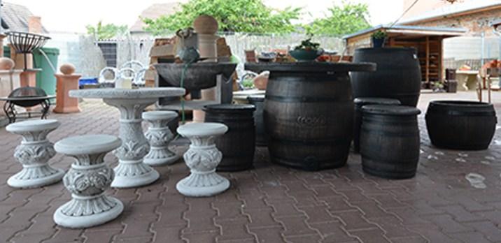 Ob Sitzmöbel aus Steinguss oder hochwertigem Kunststoff, für jeden Geschmack ist etwas dabei.