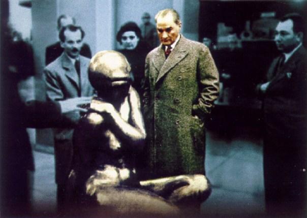 Ataturk_ve_Heykel_by_ataturk_gencligi