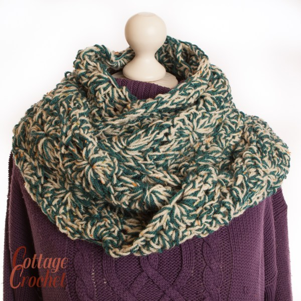Green and white Mobius Cowl