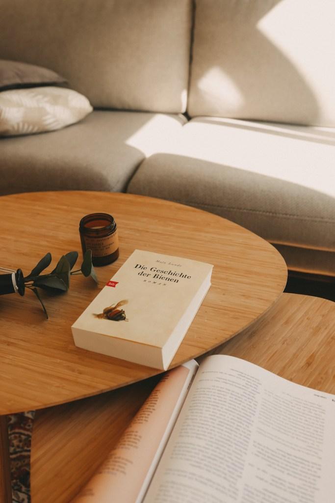 Die kommenden Tage und Wochen sind für uns alle eine noch nie dagewesene Herausforderung. Deshalb findet ihr hier meine Corona Quarantäne Leseliste mit vielen Bücherempfehlungen für die anstehende Selbstisolation. Viel Spaß beim Lesen!